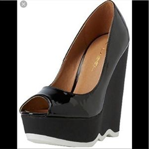 NIB C Label black patent wedge 8